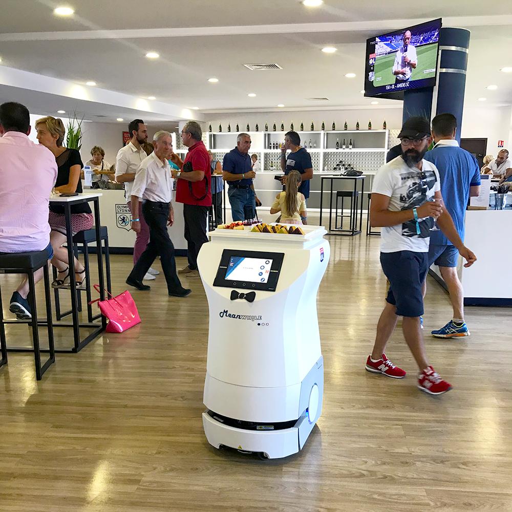 L-ORIGINAL-Groupama-stadium-E-Lounge-Robot-service
