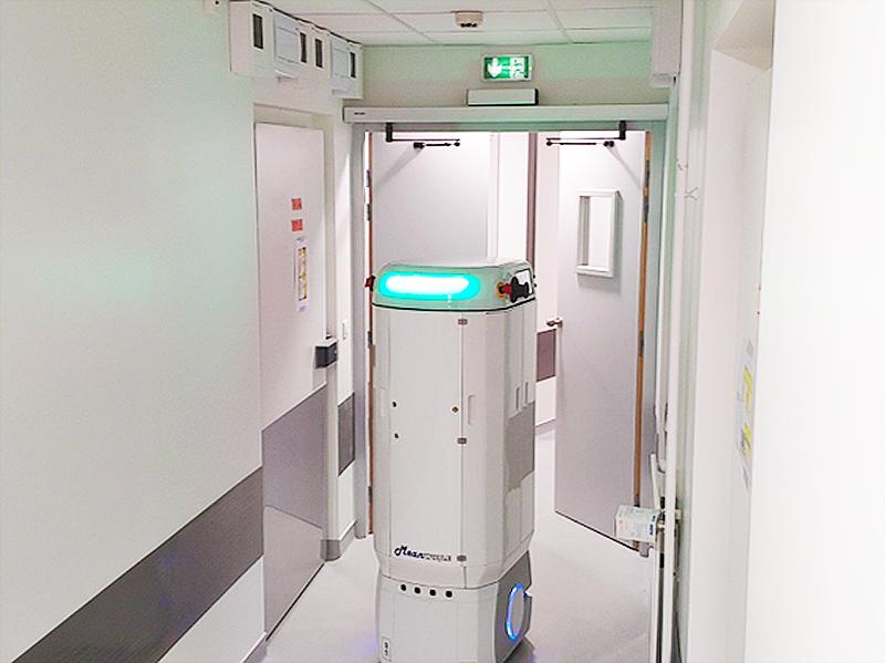 Medilog-robot-livreur-echantillons-à-travers-un-laboratoire